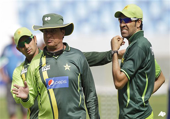 pakistan coach khan in favor of replay for umpires
