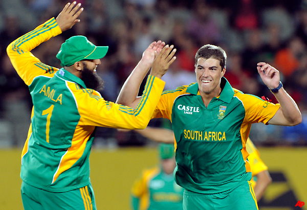 proteas beat nz by 3 runs to win 2 1 in t20 series