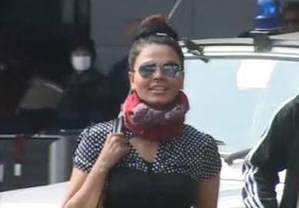 rakhi sawant flies in to delhi for india tv bigg toss