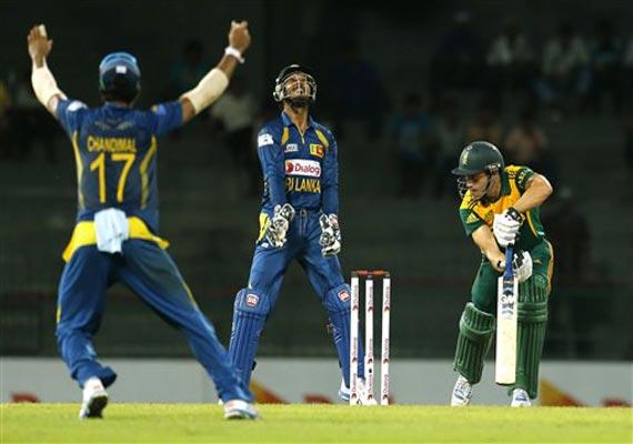 sri lanka beat s africa by 17 runs by dl in 2nd odi