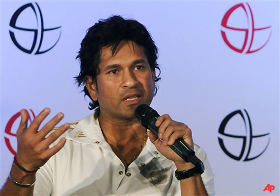 tendulkar doesn t want comparison of 800 wickets with 100