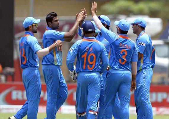tri series india beat lanka qualify for final