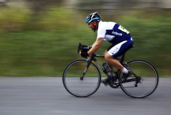 pakistani cyclists await indian visa for asia cup