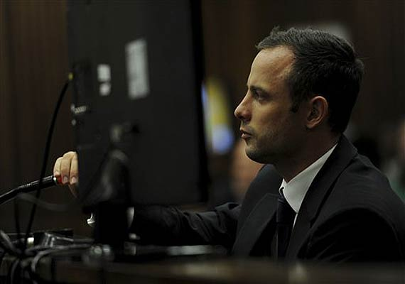 pistorius trial cell phone texts show tensions.