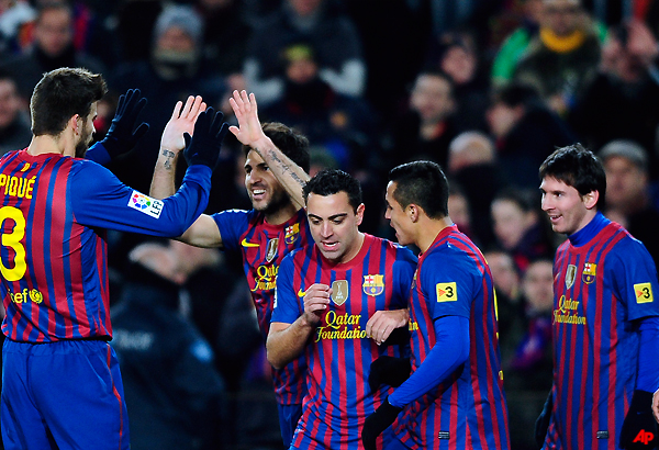 barcelona beats valencia to advance to copa final
