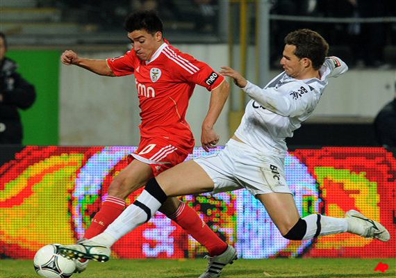 benfica downed 1 0 by guimaraes in 1st league loss