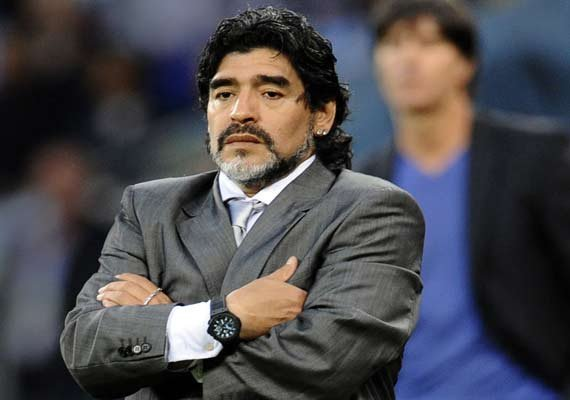 diego maradona accuses girlfriend of theft after video