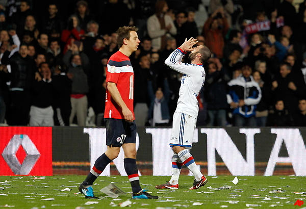 lyon beats lille 2 1 in french league