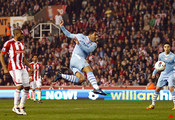 manchester city draws at stoke drops 2 points in title race