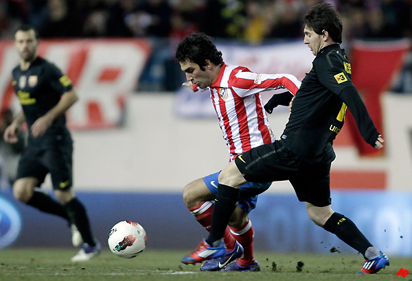 messi gives barcelona 2 1 win at atletico madrid