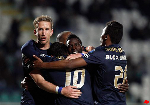 porto wins 2 0 stays top of portuguese league