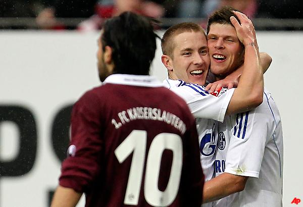 schalke wins 4 1 at kaiserslautern in bundesliga