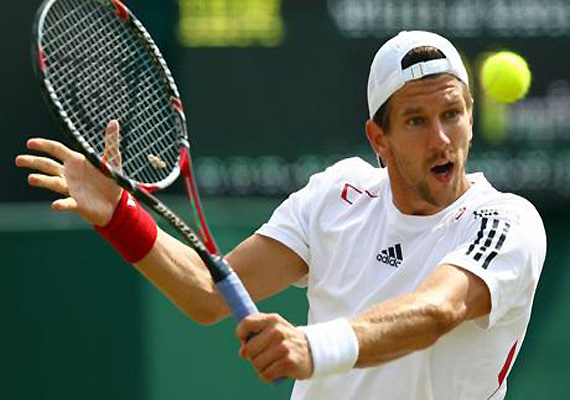 melzer gives austria 1 0 lead over russia