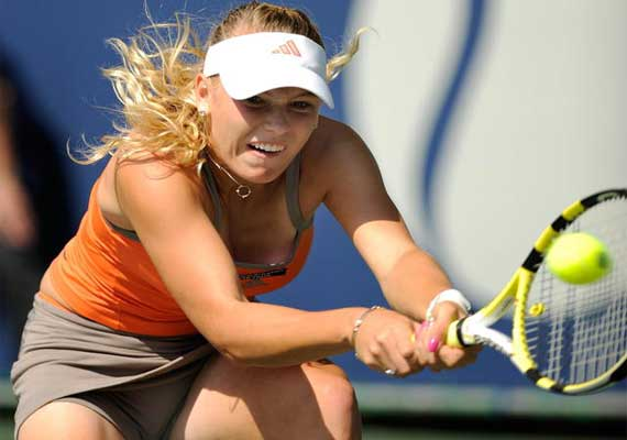 wozniacki retires with knee injury at new haven
