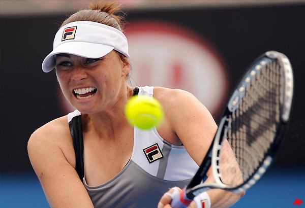 zvonareva reaches pattaya quarterfinals