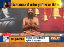 Swami Ramdev shows the correct way to do Surya Namaskar
