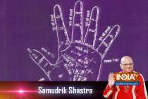 Samudrik Shastra: Know about  the nature of people whose middle finger has a semi-moon