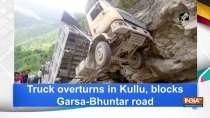 Truck overturns in Kullu, blocks Garsa-Bhuntar road