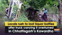 Locals rush to loot liquor bottles after truck carrying it overturned in Chhattisgarh