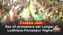 Chakka Jam: Sea of protestors eat Langar at Ludhiana-Ferozepur Highway
