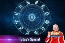 Offer Tulsi leaves to Lord Vishnu on the day of Guru Purnima