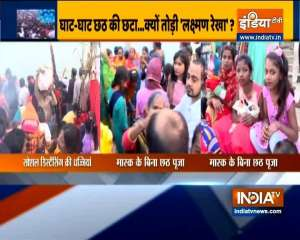 Patna: Devotees forget social distancing norms on Chhath Puja
