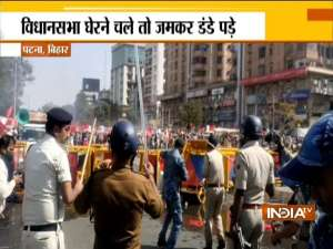 Patna Police lathicharge Left students attempting to march to Vidhan Sabha