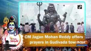Maha Shivratri: CM Jagan Mohan Reddy offers prayers in Gudivada town