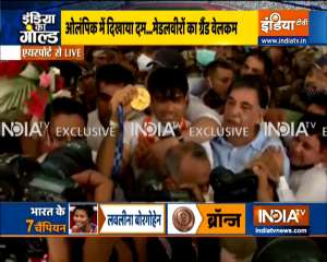 Huge crowd at Delhi airport to welcome Olympics medal winners