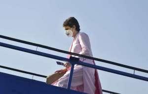 Breaking News   Priyanka Gandhi on her Kashi tour today, visits Kashi Vishwanath Temple